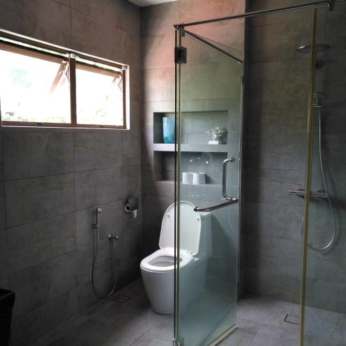 Bathroom 2 , level 2