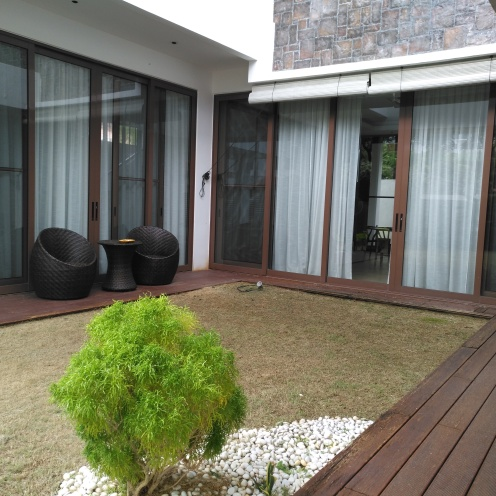 U shaped centre courtyard